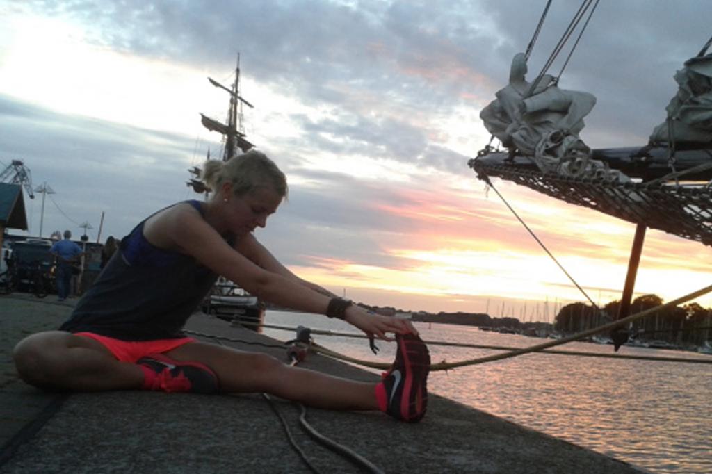 Laufen Motivation Laeuferin Stadthafen Rostock