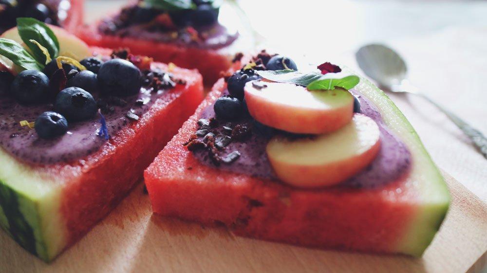 rezept-bunte-melonenpizza-acai-blaubeeren-basilikum-turnschuhverliebt-fitness-blogger-fitnessblog_2