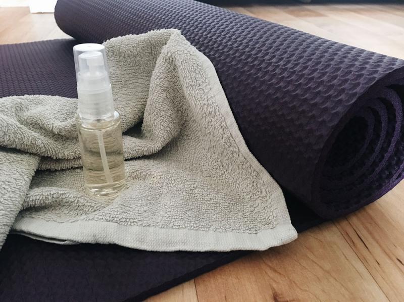 yogamatten-spray-selber-machen-diy-yogamatte-reinigen-reinigungsspray_1