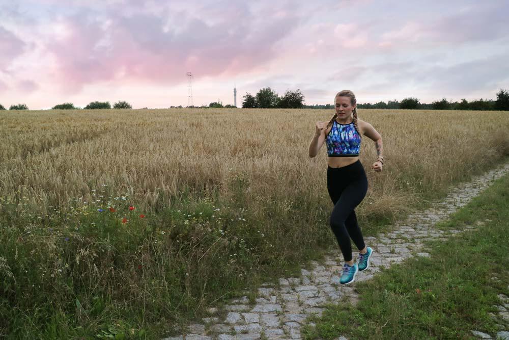 Laufen im Sommer: 10 wichtige Tipps für das Lauftraining an heißen Tagen